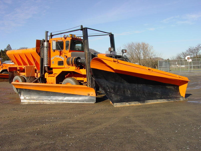 http://www.badgoat.net/Old Snow Plow Equipment/Trucks/Oshkosh Plow Trucks/Oshkosh Trucks/GW802H601-24.jpg